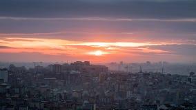 日落在有全景都市风景的伊斯坦布尔 免版税图库摄影
