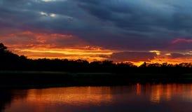 日落在有反射的河 图库摄影