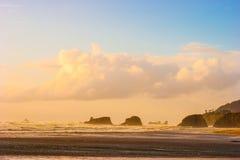 日落在有风海洋 免版税图库摄影