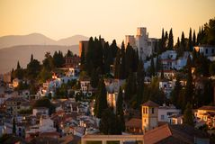 日落在格拉纳达,西班牙和往阿尔罕布拉宫 免版税库存照片