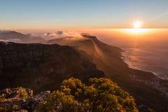 日落在桌山在开普敦南非 免版税图库摄影