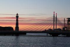日落在桥梁附近的马尔摩 库存照片