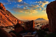 日落在沙漠 库存图片