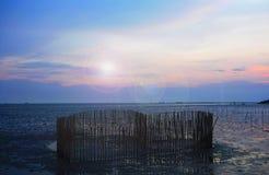 日落在浪漫海中间是心形 库存图片
