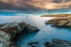 日落在海岸和海滩的海加利西亚和阿斯图里亚斯 图库摄影
