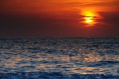 日落在海运在希腊 免版税库存图片