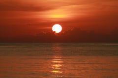 日落在海运 免版税库存照片