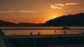 日落在港口 库存图片
