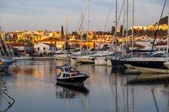 日落在游艇小游艇船坞在Cesme 免版税库存图片