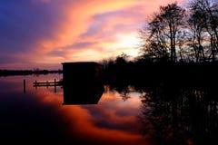 日落在湖 库存照片
