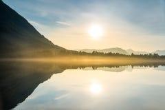 日落在湖 免版税图库摄影