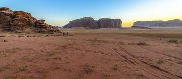 日落在瓦地伦沙漠,约旦 库存照片