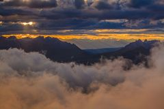 日落在白云岩阿尔卑斯,意大利 免版税库存图片