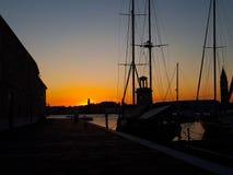 日落在码头的威尼斯 库存图片