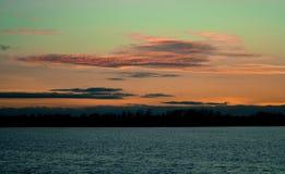 日落在秋天在11月 免版税库存图片