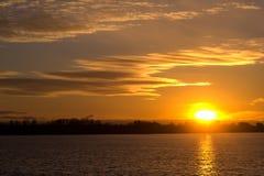 日落在秋天在11月 免版税库存照片
