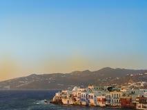 日落在米科诺斯岛基克拉泽斯海岛在希腊 图库摄影