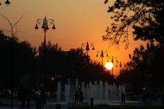 日落在美丽的城市-阿尔玛蒂 免版税库存图片