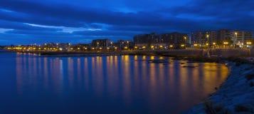 日落在蓝色小时内- Gargano 图库摄影