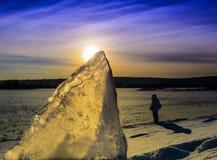 日落在贝加尔湖的西伯利亚 免版税库存图片