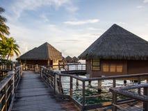 日落在洲际的手段和温泉旅馆在帕皮提,塔希提岛,法属玻里尼西亚 库存图片