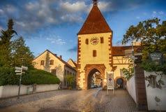 日落在Endingen,小德国镇在德国的兹瓦本地方阿尔卑斯, 4 08 201 免版税库存图片