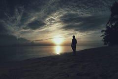 日落在Jomalig海岛太平洋 库存照片