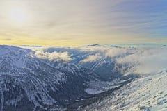 日落在Kasprowy扎科帕内Wierch在Tatra在冬天登上 库存图片