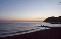 日落在Levanto,利古里亚,由地中海的意大利 库存照片