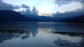 日落在phewa湖 库存图片