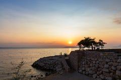 日落在Podgora,达尔马提亚,克罗地亚 免版税库存图片