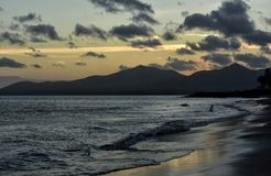 日落在Puerto在兰萨罗特岛加那利群岛上的del卡门在西班牙 图库摄影