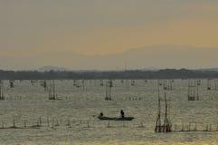日落在Songkhla湖,泰国 免版税库存照片