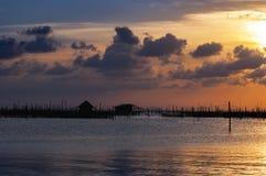 日落在Songkhla湖,泰国 免版税库存图片