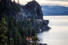 日落在Tahoe的色的云彩 免版税库存图片