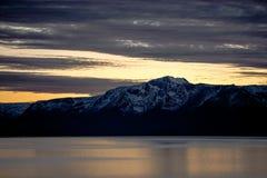 日落在Tahoe的色的云彩 免版税图库摄影