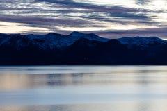 日落在Tahoe的色的云彩 库存照片
