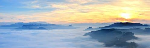 日落在Valmarecchia,意大利 免版税库存照片