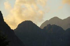 日落在Vang Vieng 免版税库存图片