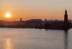 日落城镇厅斯德哥尔摩瑞典 免版税库存图片