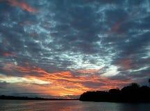 日落天空在亚马逊 库存照片