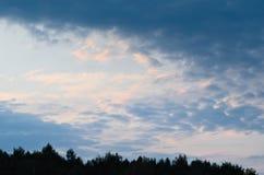 日落天空 蓝色明亮的天空 背景的自然图片 免版税库存照片