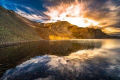 日落奥菲尔通行证的科罗拉多透明的湖水 库存图片