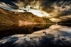 日落奥菲尔通行证的科罗拉多透明的湖水 免版税库存照片