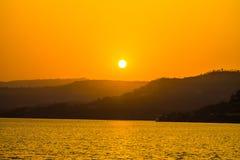 日落山鸟 库存图片
