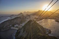 日落巴西,里约热内卢,博塔福戈,从Sugarl的科帕卡瓦纳 免版税库存照片