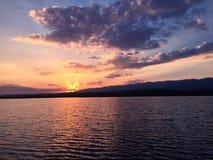 日落时间的小湖 免版税库存照片