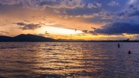 日落时间间隔在湖的 股票录像