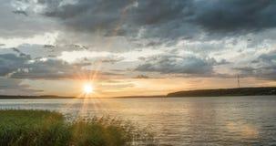 日落时间间隔美好的平衡的风景录影圈 股票录像