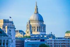 日落时间的圣保罗的大教堂 伦敦 库存照片